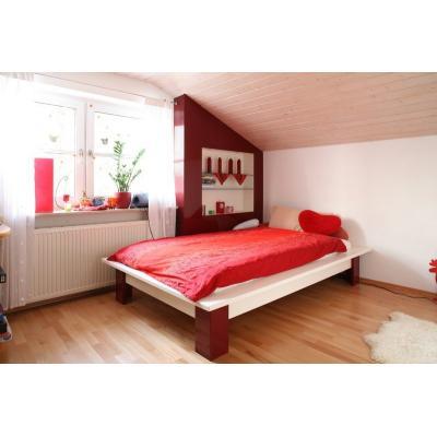 Mädchenzimmer mit Nischenregal
